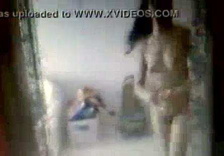 Xlxx يغتصب اختة